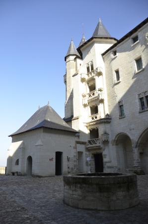 Chateau de Saumur: La cour intérieure du château