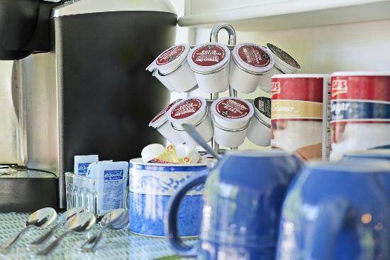 Saugatuck, MI: Coffee and Tea Station