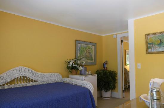 Saugatuck, MI: Oxbow Suite Sitting Area