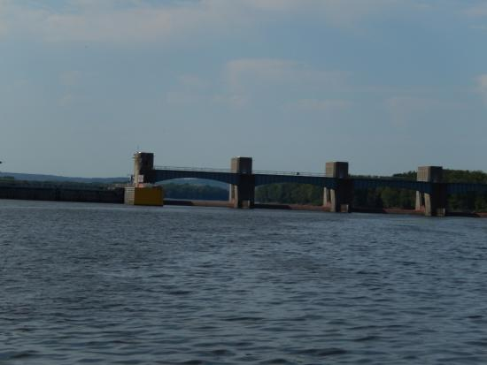 Mississippi Explorer Cruises: Mississippi River Lock 10