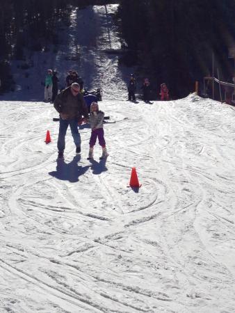 Sipapu Ski Area: kid skiing down