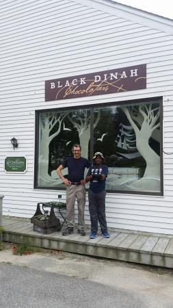 Black Dinah Chocolatiers Tasting Room: Such a gem of a place. Fantastic chocolate. Wonderful staff. Cool art. Nice place to hang out. W