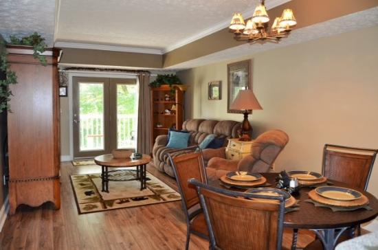 Golfview Vacation Rentals at GolfView Resort: Dining & Living Room Areas