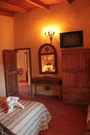 Hotel Rancho La Esmeralda: Cálida habitación