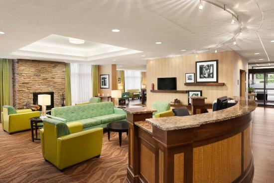 Hampton Inn Quakertown: Elegant Lobby