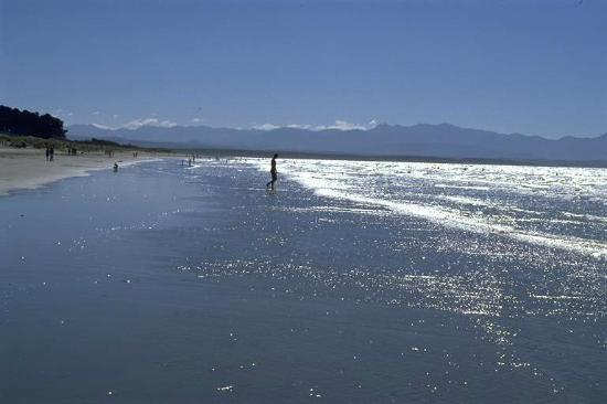 Tahuna Beach Kiwi Holiday Park and Motel: Tahuna Beach - Glorius sun and sand
