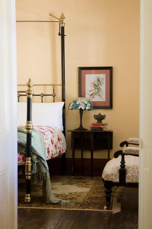 The Old Stone House: The Weeping Willow Room