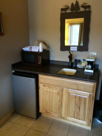 Lakewood, WI: MINI KITCHEN (BUT MANY HAVE FUILL KITCHENS)