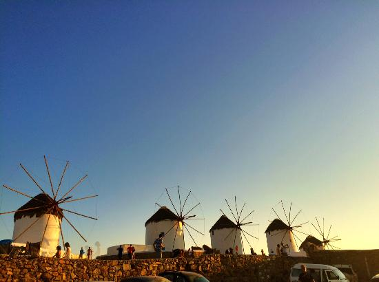 Omiros Hotel: Sunset views near the windmills