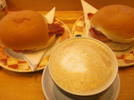 Bryson's Tea Room & Craft Bakery: LN Sept 15 yummy bacon roll