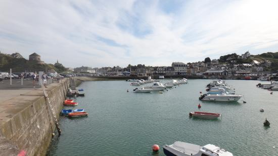 Port-en-Bessin-Huppain, France: портовые улочки
