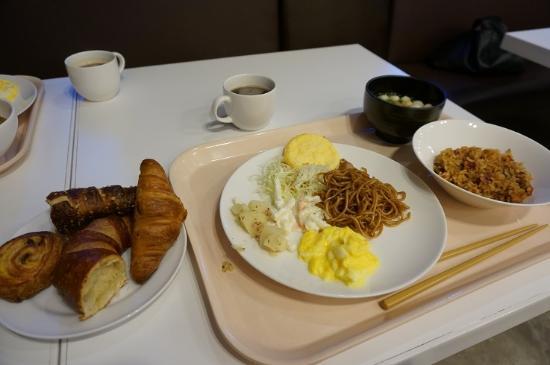Vessel Inn Hiroshima-Ekimae: 朝食のパン