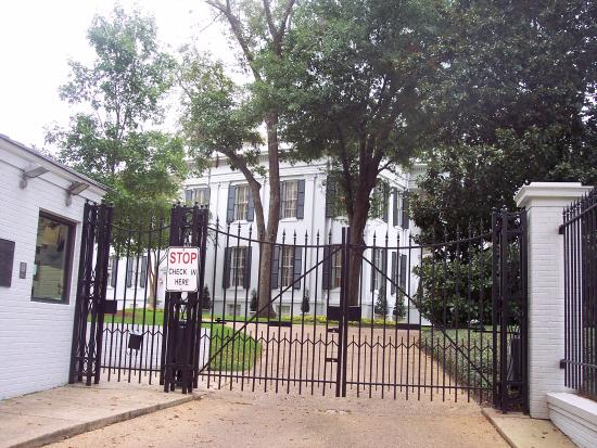 Mississippi Governor's Mansion: gate where visitors enter