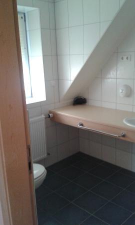 Hotel Reiff: Modern bathroom.