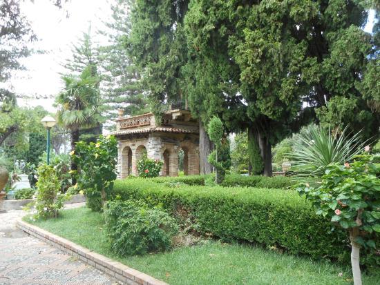 Strange garden building picture of giardini della villa for Garden giardini