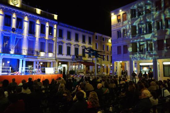 Motta di Livenza, Italy: Apresentação na Piazza
