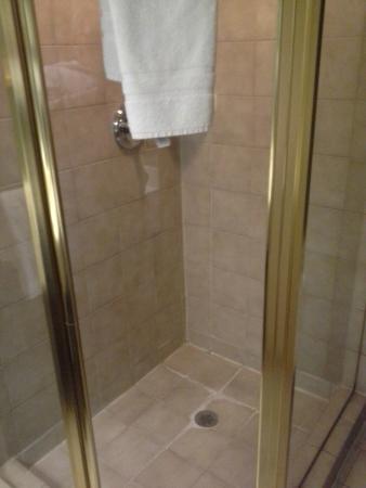 Барри, Канада: shower only