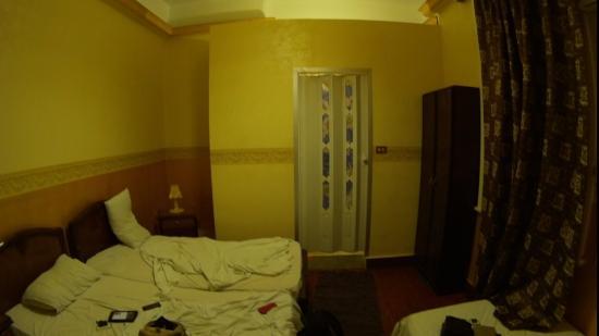 Miami Cairo Hostel: вид на ванную комнату