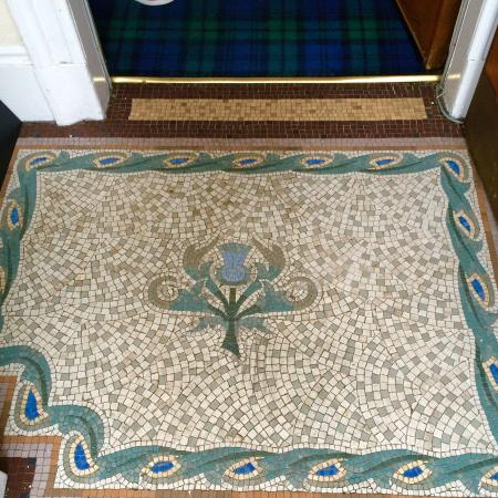 Auchyle Guest House: Lovely mosaic entry. The thistle is a true emblem of the Scots!