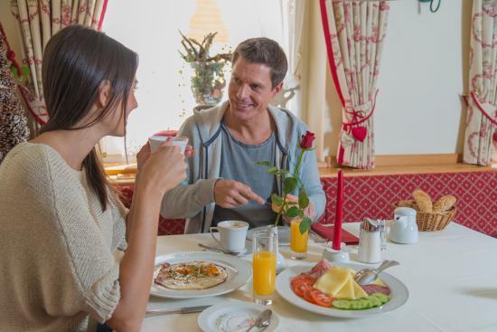 Hotel Obertauern: gemütliches Skifahrerfrühstück
