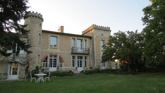 Saint-Ciers-de-Canesse, France : Vue sur le Château
