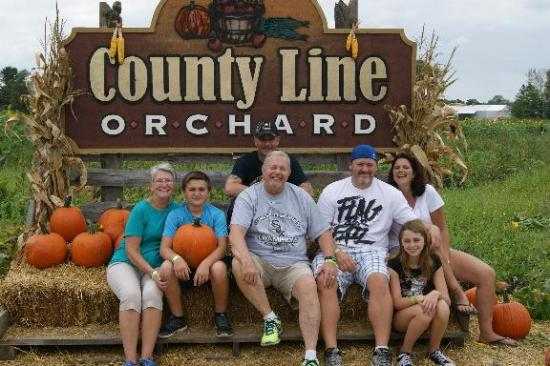 County Line Orchard: Nice whole family photo