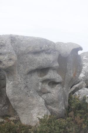 San Vicente do Mar, Spania: esculpido por el mar
