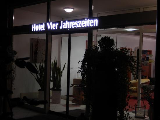 Hotel Vier Jahreszeiten: Eingang