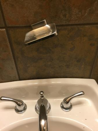 Hulbert, OK : Bathroom falling apart