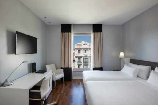 H10 puerta de alcala madrid spain hotel reviews tripadvisor - Hotel puerta de alcala ...