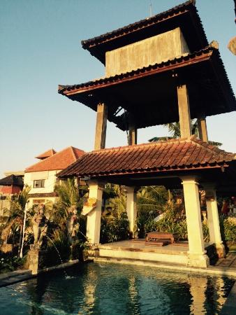 Ina Inn Bungalows: rooftop pool and family temple in the background