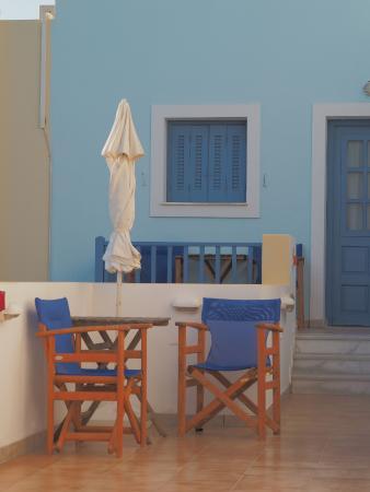 Kouros Village: Sitting area outside our room