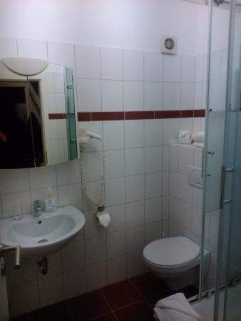 Famosa Hotel : Baño completo