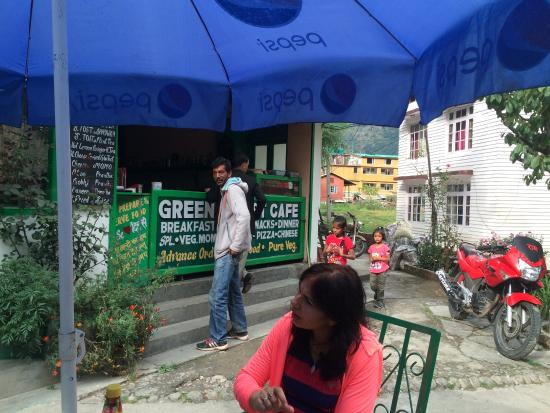 Green Forest Cafe : Front View