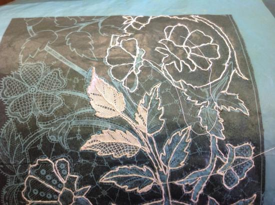 Kenmare Lace and Design Centre : Making lace demonstration
