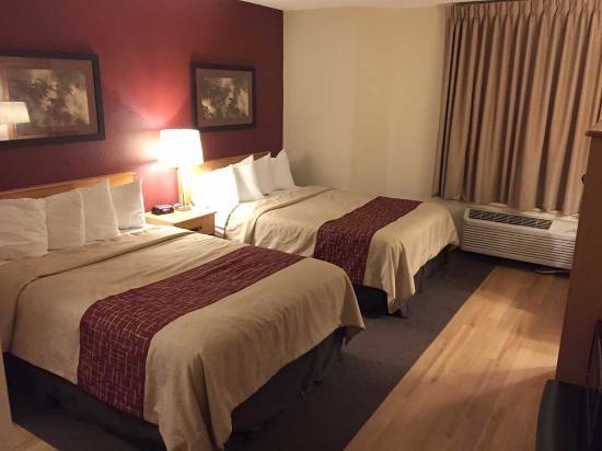 Red Roof Inn Fargo: Room Interior 2