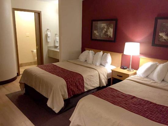 Red Roof Inn Fargo: Room Interior 1
