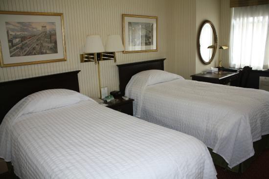 Wolcott Hotel: Twin Room