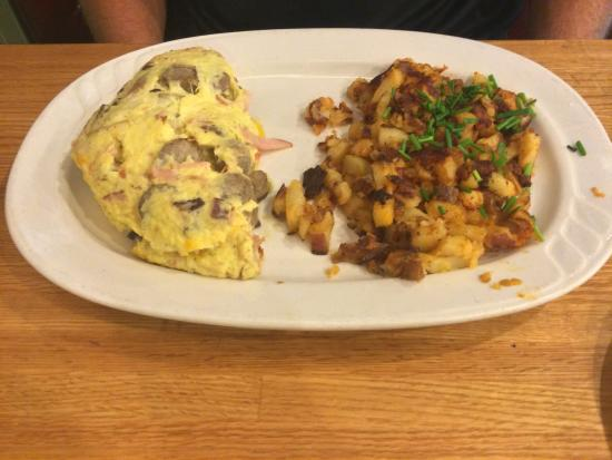 West Milwaukee, วิสคอนซิน: Meat omelette with red potatos