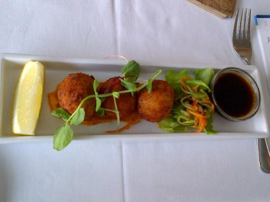 """Cafe 1999: """"Bit Parts""""  Fish cakes to die for!"""