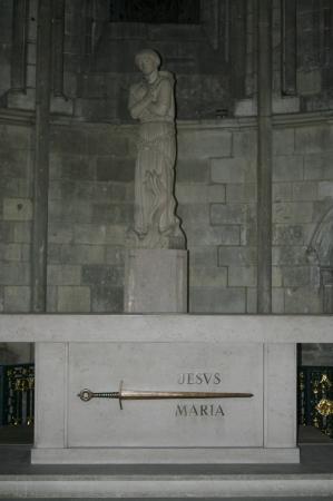 Cathedrale Notre-Dame de Rouen: Ein Schwert und Jesus-Maria?