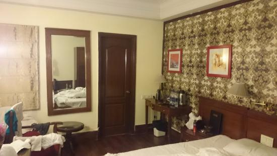 Qutub Residency: A room on Reception floor opposite Suite room area