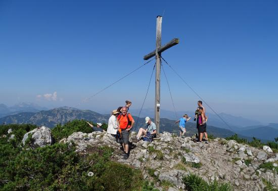 Pillerseetal: Gipfelkreuz Steinplatte bei Waidring