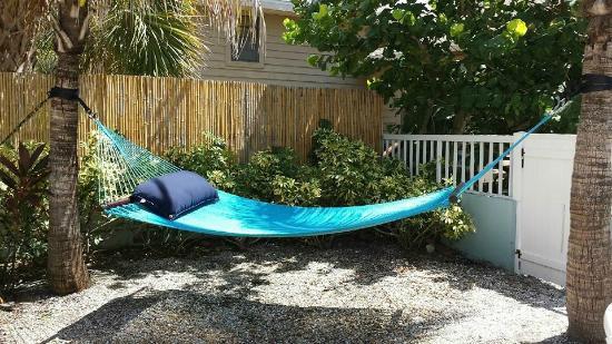Barefoot Beach Hotel: Pool Side Hammock
