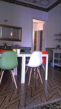 Plaza Catalunya Guest House : Обеденная зона