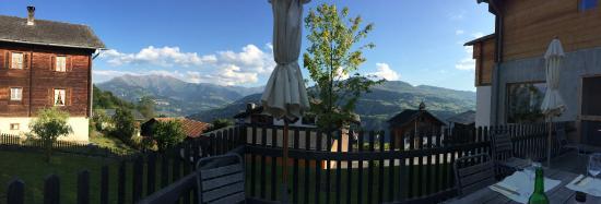 Siat, Switzerland: Tolle Lage mit Blick in die Surselva