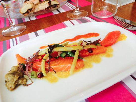 LES OLIVIERS : L'entrée: le saumon fumé