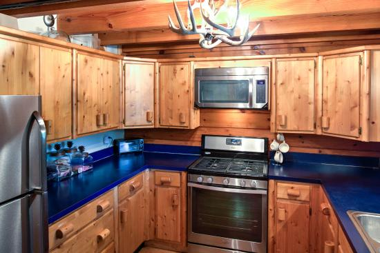 Cliffview Resort: Kitchen With Stainless Steel Appliances