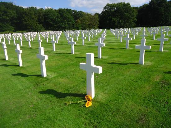 Neupre, Bélgica: Une seule pensée à tous ces jeunes qui ont donné leur vie pour notre démocratie.MERCI
