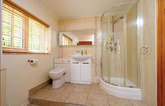 Bladon, UK: Balcony Room ensuite